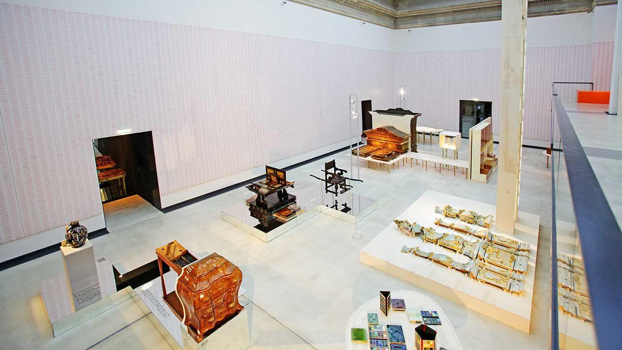 Die Teile des Ganzen, 2015: Ausstellung über der Sammlung des Kunstgewerbemuseums in der Kunsthalle im Lipsiusbau, Photo: Amac Garbe